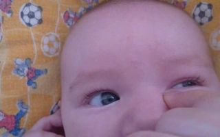 Приёмы и техника массажа глаз новорожденного