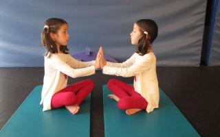 Парная йога — это настоящий челледж и приключение для двоих детей