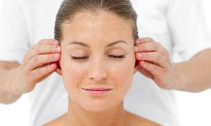 Массажная техника для улучшения слуха