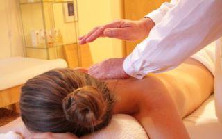 Выполнение перкуссионного массажа при плеврите и кашле