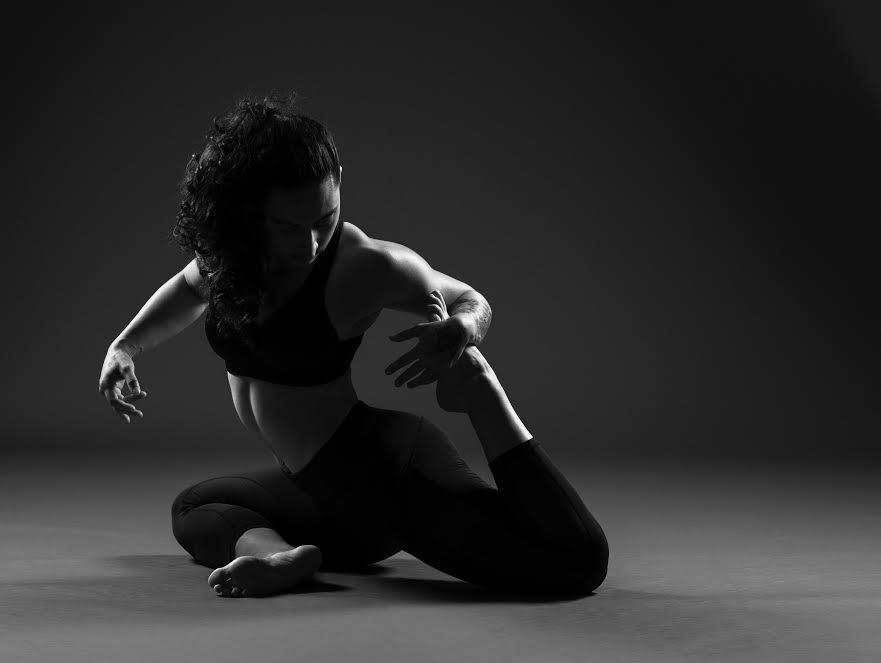 Женское черно белое фото