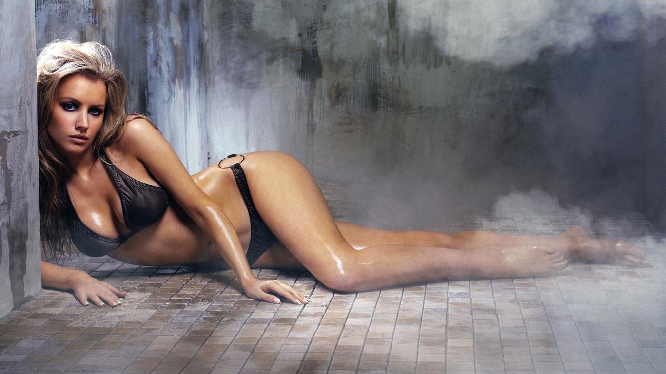 Девушка лежит боком фото 672-135