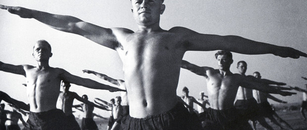Чёрно-белое старое фото мужчин