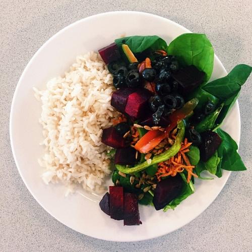 Рис с овощами и ягодами