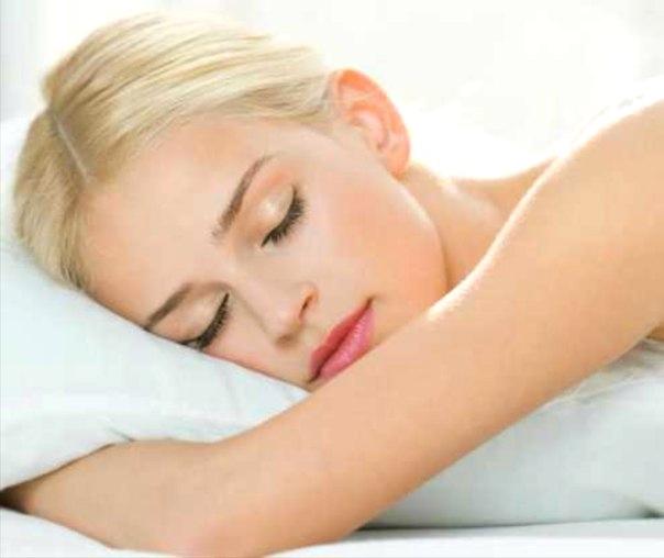 Девушка спит перед тренировкой