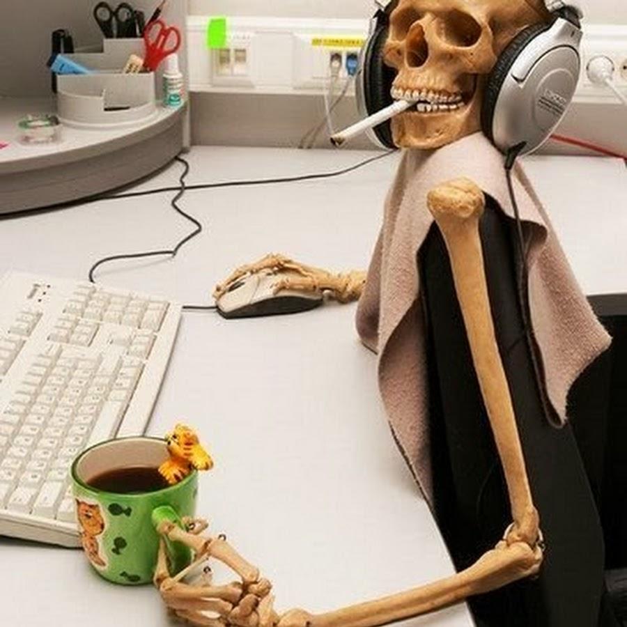 skelet-za-kompyuterom