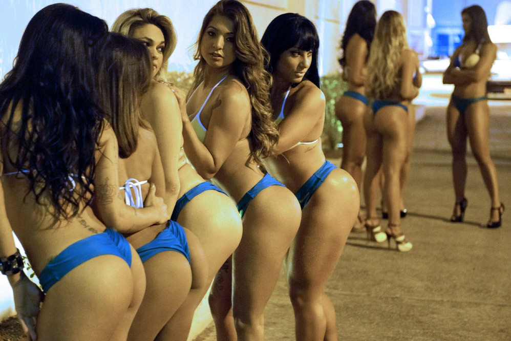 "Competitors of ""Miss Bumbum Brasil 2012"", the contest for the cutest bottom, pose against a wall for local photographers before recording a TV program in Osasco, a surburb of Sao Paulo, Brazil on September 24, 2012. Brazil's 27 states and Federal District representatives compete for the cutest bottom. Competitors will be eliminated into 15 by internet voting on their website and the winner will be chosen at the grand final in Sao Paulo in November. AFP PHOTO/Yasuyoshi CHIBA"