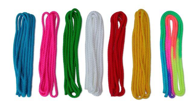 Гимнастические разноцветные скакалки