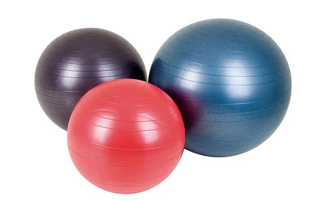Три гимнастического мяча