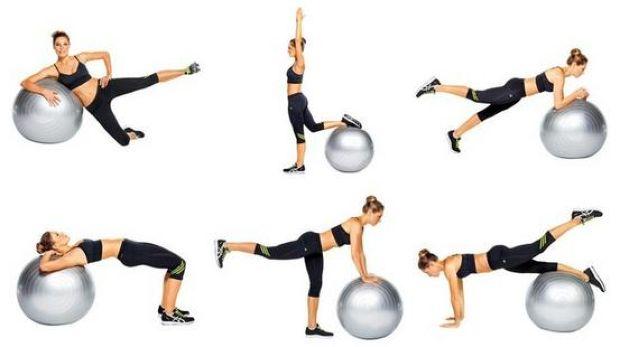 Гимнастика с мячом одновременно задействует мышцы пресса, бедер, ягодиц