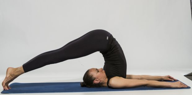 Ардха халасана йога