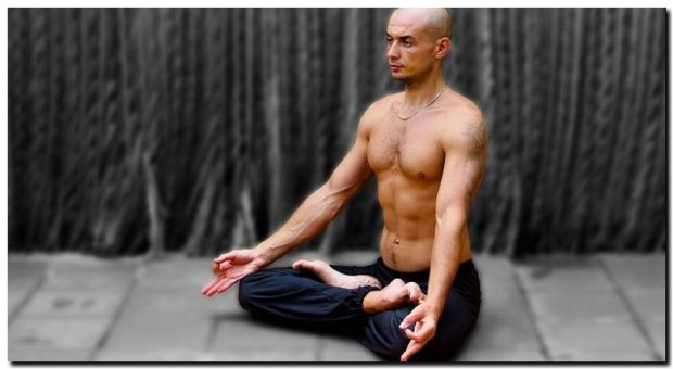 Классическое исполнение: Ардха Падмасана