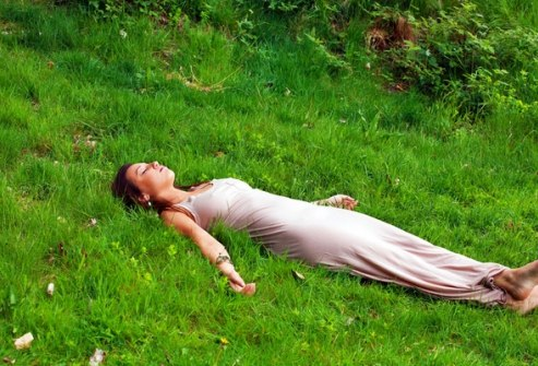 Шавасана на траве - единение с природой