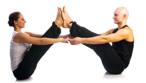 Позиция друзей в парной йоге