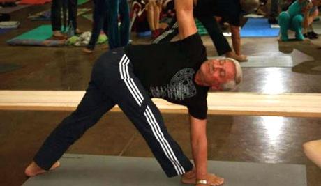 Асаны йоги в выполнении Виктора Бойко
