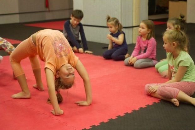 Мостик в детской йоге