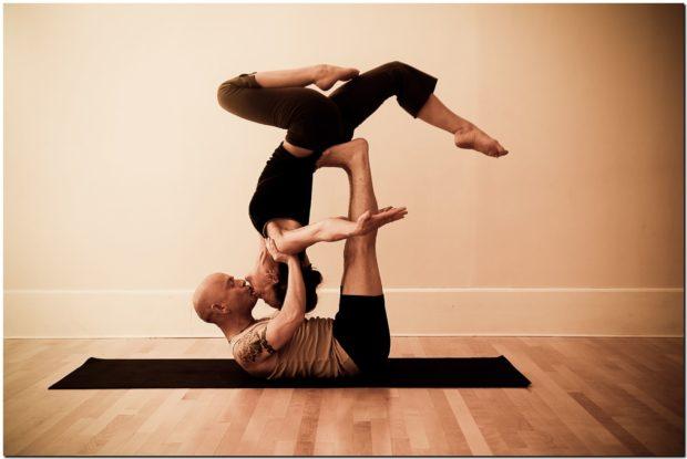 Парная йога предполагает тесный контакт