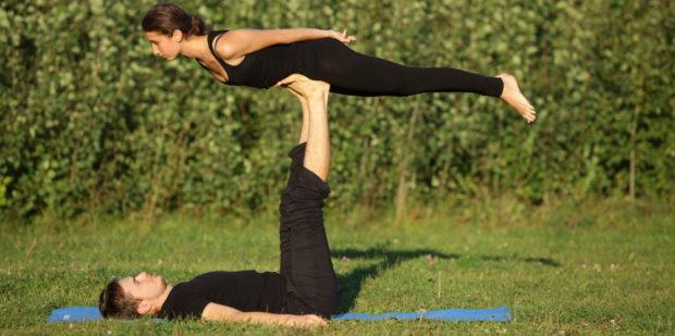 Парная йога с партнером -высшая степень доверия
