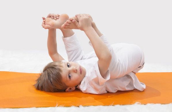 Поза счастливого детства в йоге