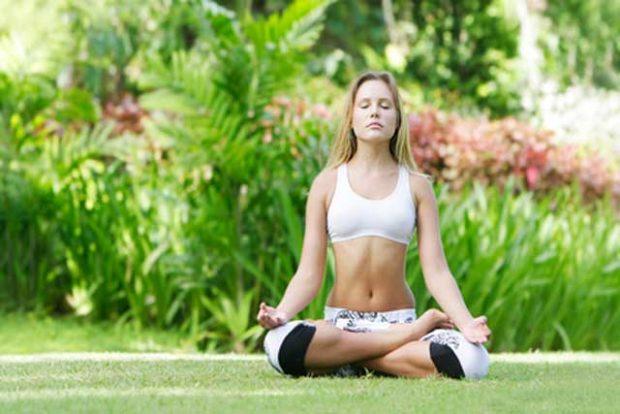 Дыхательная йога в позе лотос