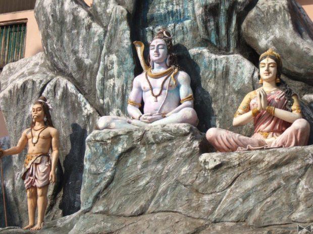Скультуры хайтха йоги в Индии