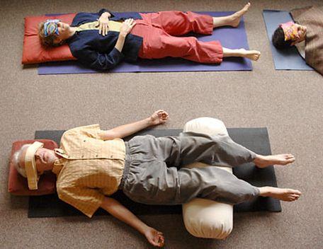 Йогический сон с подушками