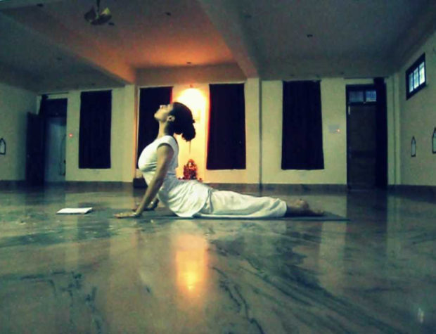 Разучивание практики Чандра Намаскар