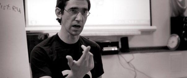 Артем Флоров выступает на семинаре