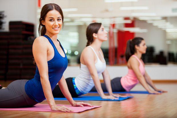Обучение йоге в зале или дома - главное начать