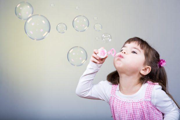 Выдувание пузырей - упражнение для детей