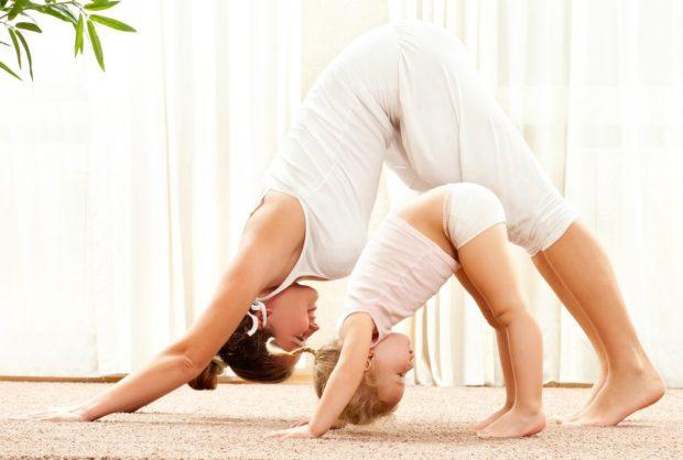Йога дома позволяет подключать родных