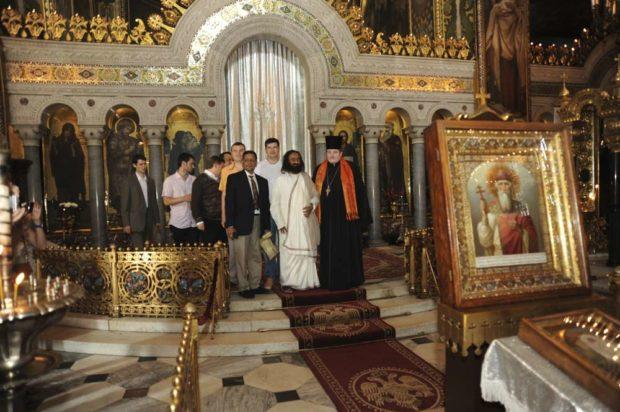 Йоги с визитом в православном храме