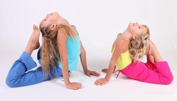 Гибкость детей развивает йога