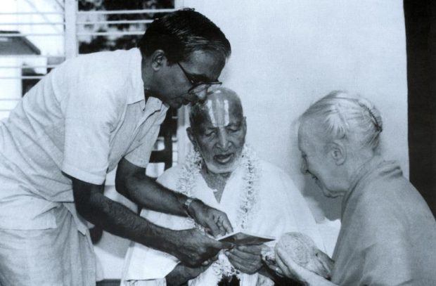 Женщина-йог Индра Деви в Индии