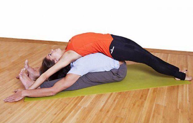 Асана в йоге челлендж на двоих