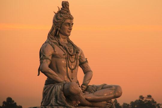 Скульптура бога Шивы
