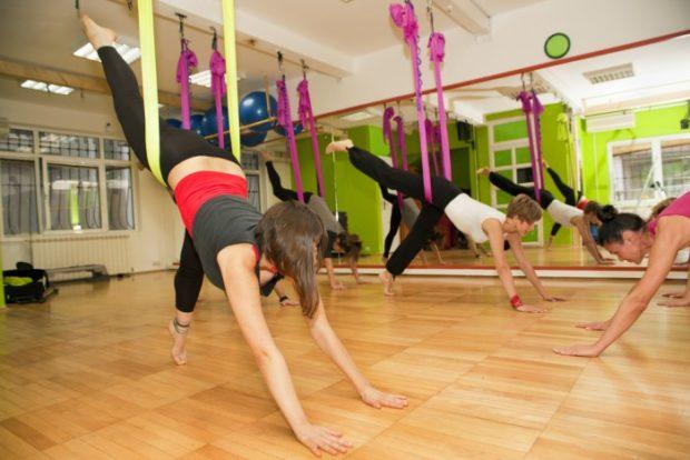 Флай йога многим противопоказана