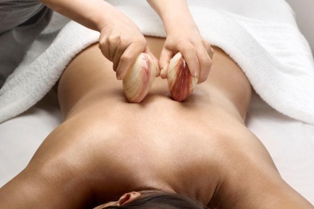 Использование камней для массажа