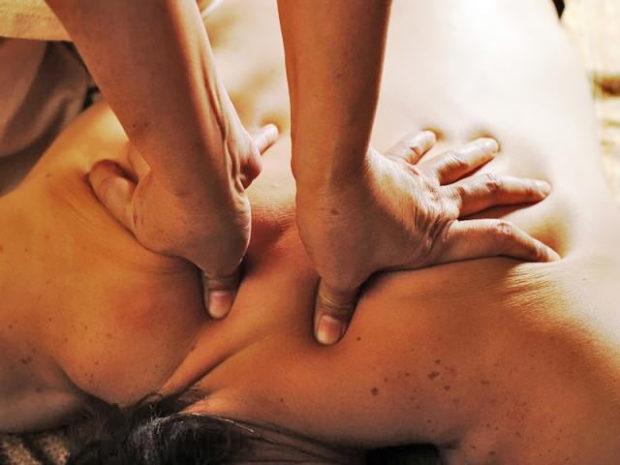 Раскачивание тканей при холистическом массаже