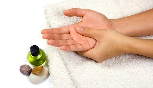 Самомассаж рук с маслом