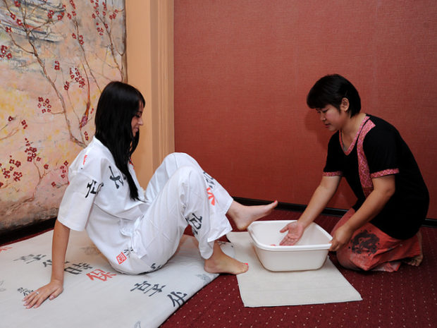 АСМР массаж ног с водой