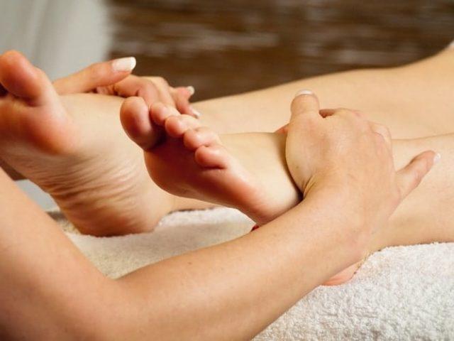 Массаж ног при онкологических отеках