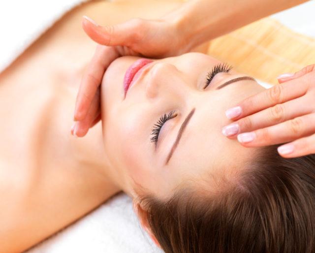 Снятие отеков японским массажем лица