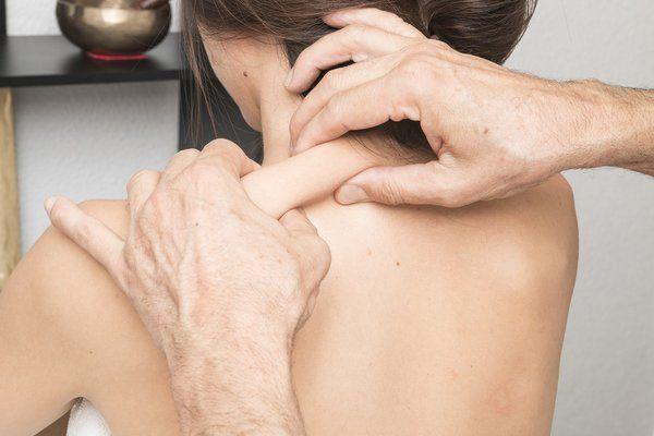 Боль при массировании спины