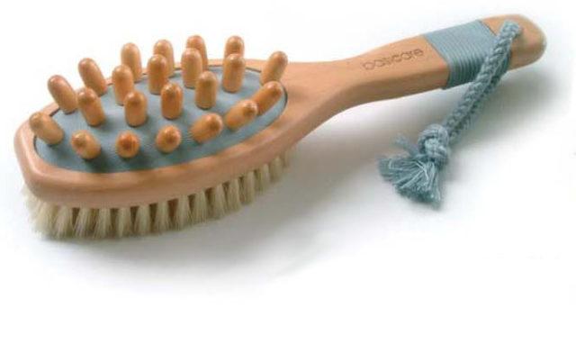 Классическая деревянная щетка