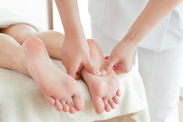Выполнение массажа при вальгусе у детей