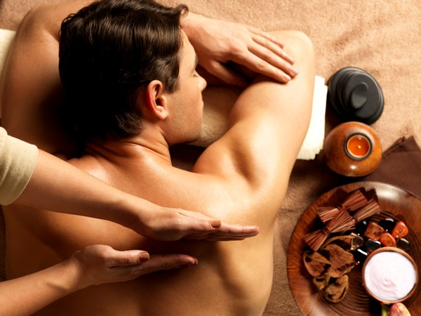 Проведение массажа мужчине