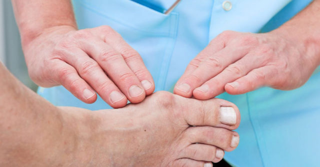 Массаж косточки на ноге