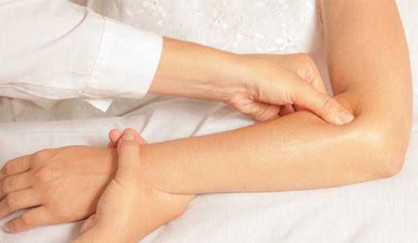 Массирование локтевого сустава