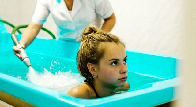 Подводный душ-массаж в лечении сколиоза